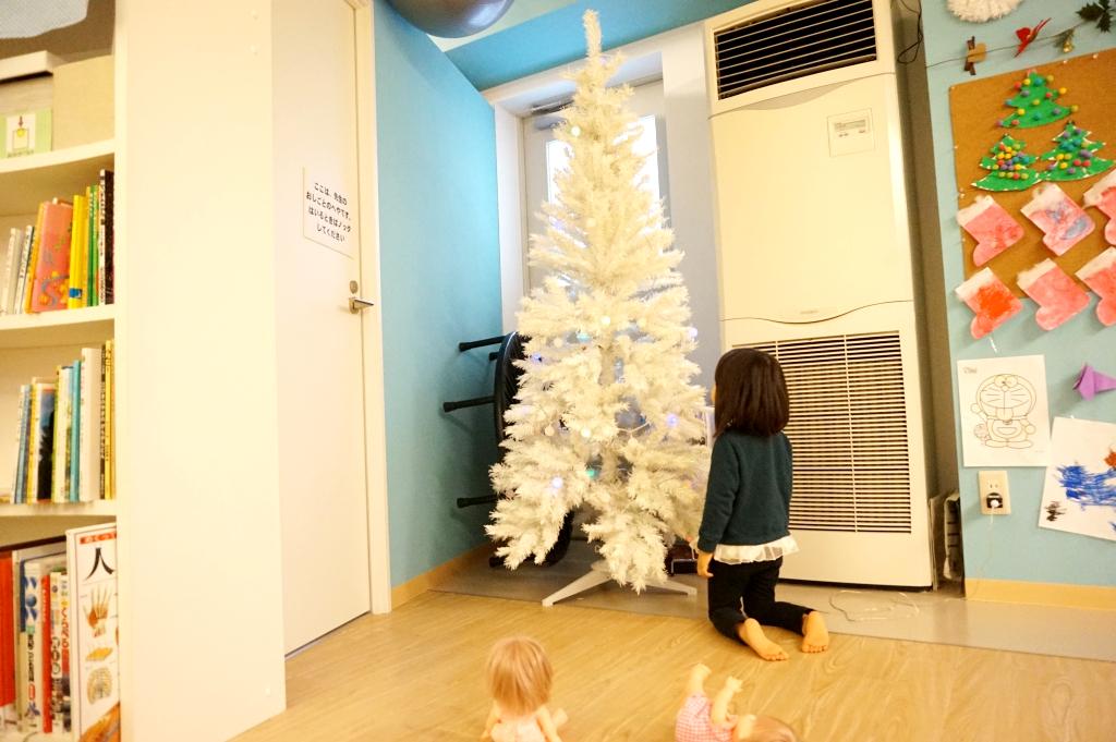 純白の大きなツリーです!