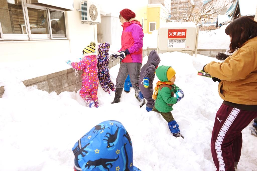 今年初の雪遊び!カマクラでも作ろうか