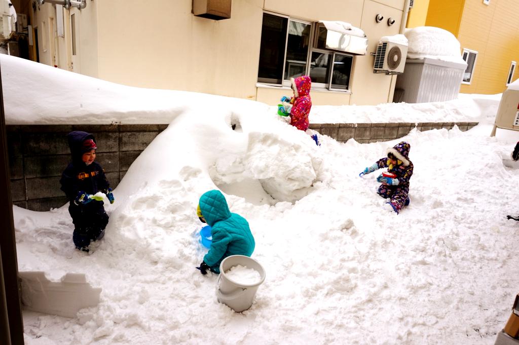 その後は皆で雪遊び!